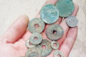网友赤水河边挖出清代铜钱 相关部门称私挖违法