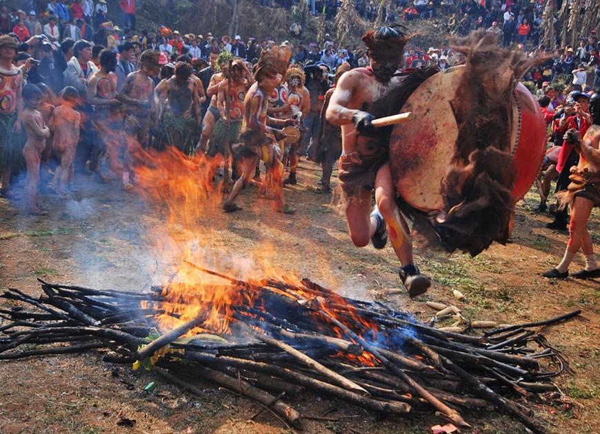 云南弥勒:神秘的阿细祭火节