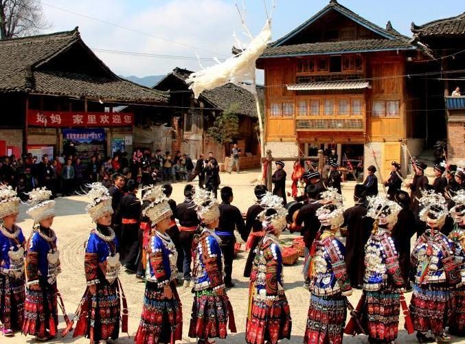 贵州龙塘苗寨迎13年一次招龙节