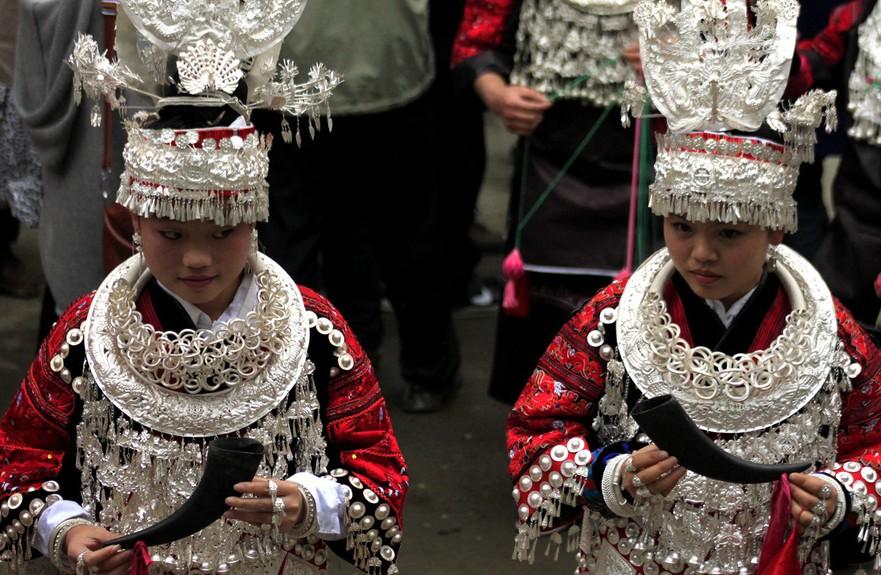 黔东南苗寨水鼓舞
