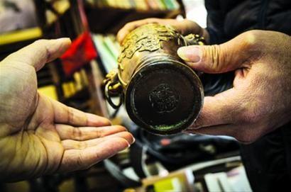 揭秘文物拍卖中介乱象:300元花瓶估价480万