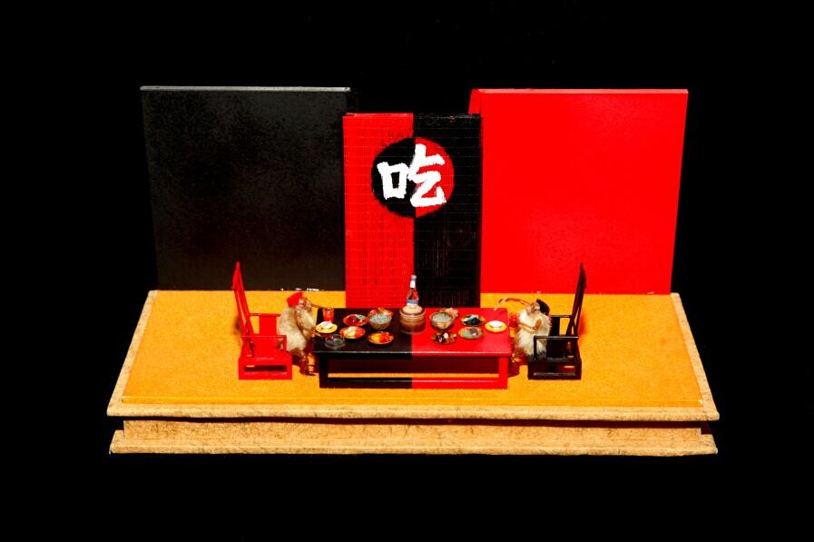 邱贻生毛猴作品展在京开幕