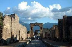 探秘世界著名十大古墓