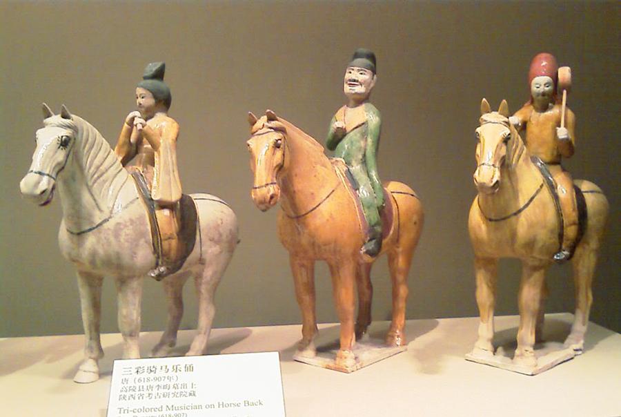 骑马奏乐俑:马背上的嬉乐
