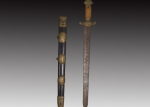 清代戴红木鞘铜箍宝剑