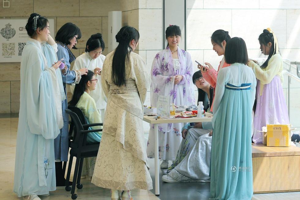 南京博物馆上巳节对对穿汉服参观者免门票