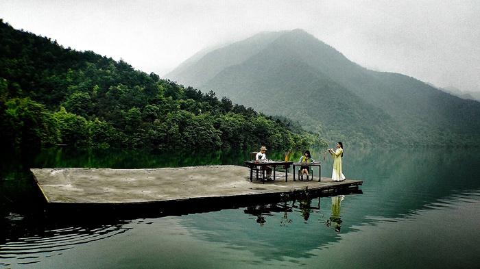 《移动的画案》漂移在千岛湖上