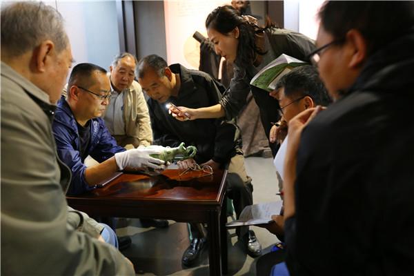 国家级专家学者赴渭南利来国际娱乐开展文物鉴定工作