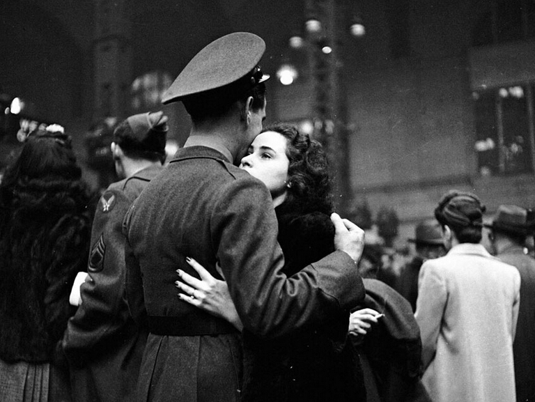 14张外国老照片展现战争时期的爱情