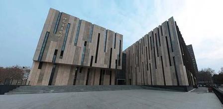首届江苏美术奖获奖作品巡回展亮相市美术馆