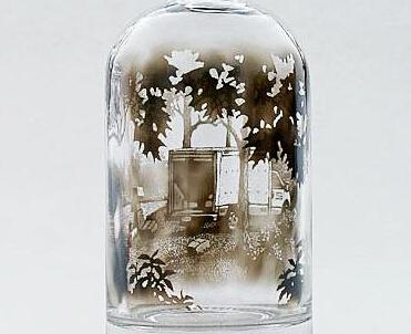 无敌画家用烟雾在瓶子里作画