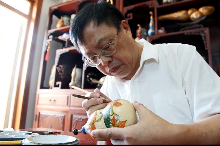 妙手丹青匏作画——龚秋启和他的工笔葫芦画