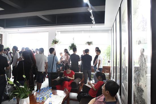 """2016年首届""""青竹画材杯""""全国油画作品展于国展美术中心开幕"""