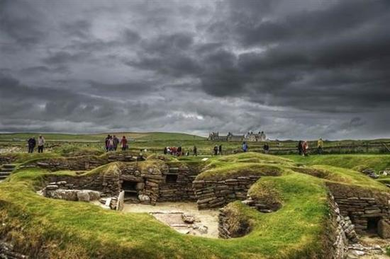 农夫意外发现公元前建筑震惊考古界