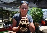 考古学家在以色列挖掘出非利士人古墓