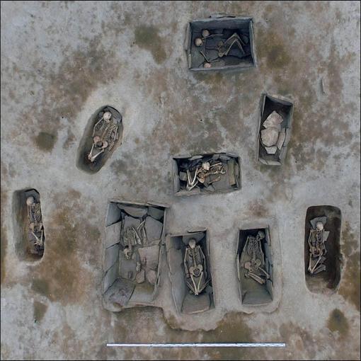西伯利亚挖掘出4500年女尸 墓葬装饰精美陪葬丰厚