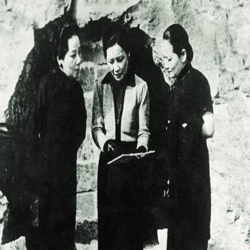 20世纪中国最显耀的三姐妹,画起画来也让人刮目相看!