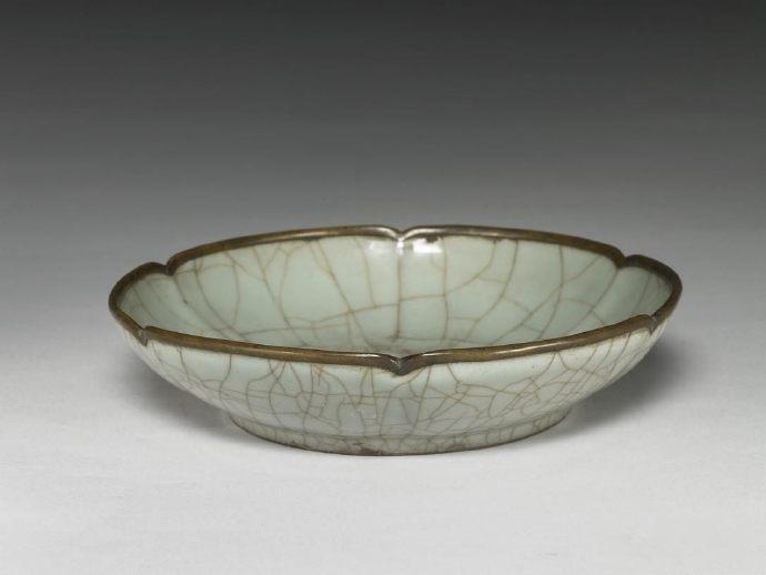 台北故宫博物院珍藏宋官窑瓷器