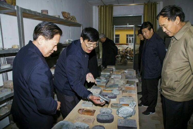 中华炎黄文化研究会砚文化联合会名誉会长刘红军一行考察临朐红丝砚