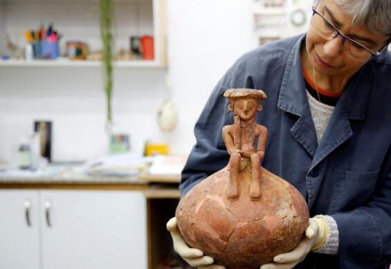 以色列现3800年前人形陶罐 系同类文物首例