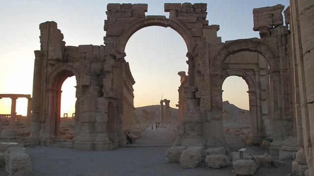 被炸毁前的帕尔米拉古城纪念拱门-图片版权归原作者所有