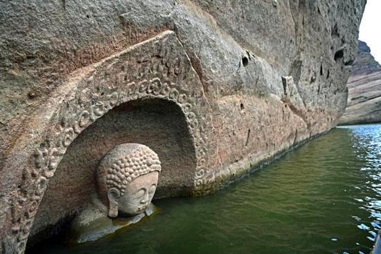 """江西南城一水库发现摩崖造像 """"佛头""""遗迹浮出水面"""