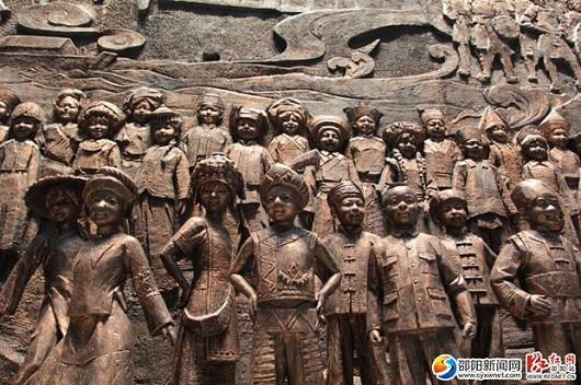 仿铜雕塑作品——《我们都是邵阳人》。-图片版权归原作者所有