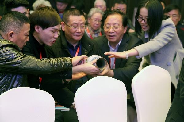 中国景泰蓝十大国礼首展告捷,杭州鸡年开门红