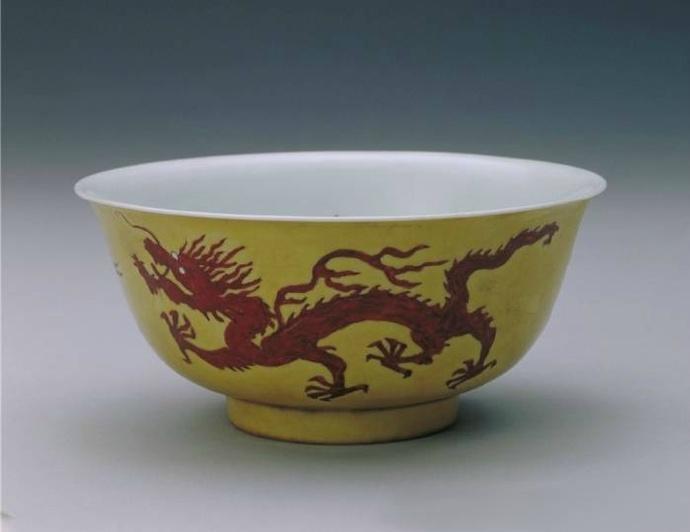 清代康熙龙纹瓷器