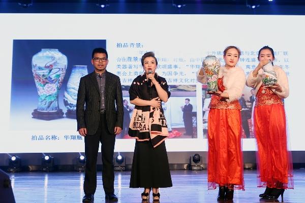 冠军收藏神秘景泰蓝 《华翔》珐琅对瓶拍出30万高价
