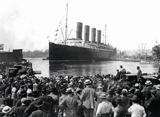 泰坦尼克号:浮沉一百年
