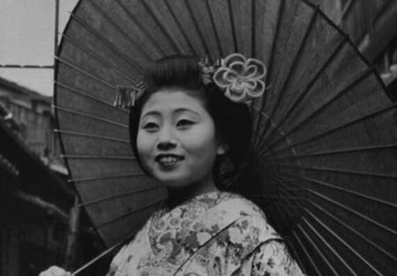 1946年在日本京都的艺伎