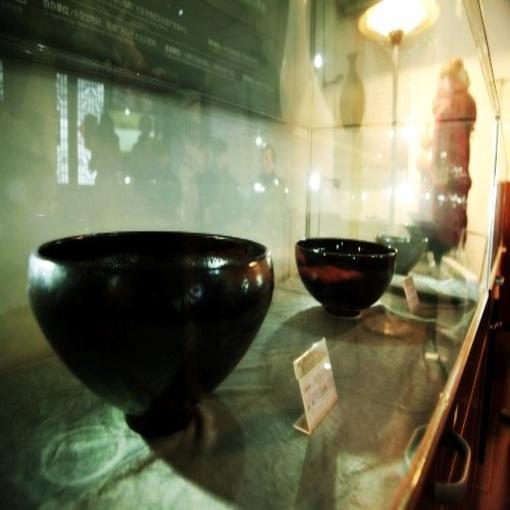 王学强孟家井窑陶瓷艺术展在93号院博物馆开幕