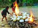 传女不传男的制陶工艺 黎族阿婆传承千年烧土陶技艺