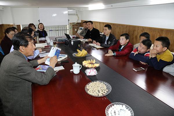 雷锋纪念日:中国首位滑雪冠军在京传播滑雪文化