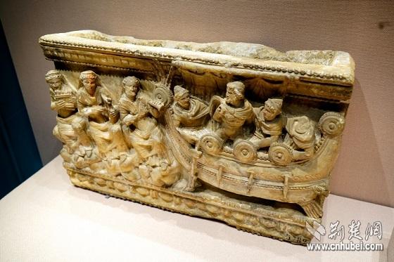 公元前2世纪以雪花石膏制作的骨灰瓮-图片版权归原作者所有