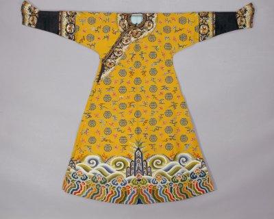 清乾隆 黄色缂丝云蝠寿袷袍 北京故宫博物院藏-图片版权归原作者所有