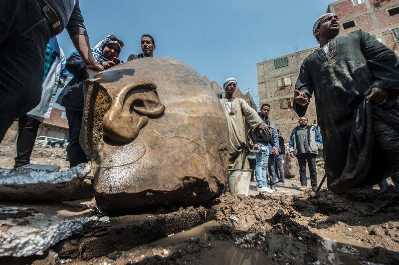 埃及出土巨型古雕像 据信为法老拉美西斯二世