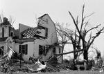57年美国龙卷风过后的凄惨情况
