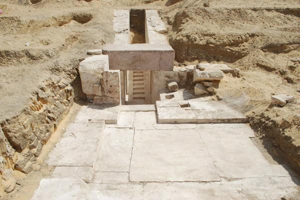 埃及发现距今3700年历史的金字塔遗址
