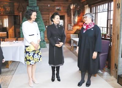 彭丽媛参观西贝柳斯故居利来国际娱乐