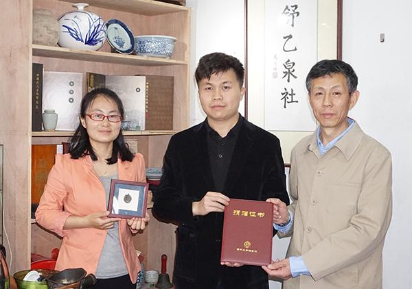 青年收藏家王舒乙向南开大学捐赠珍贵文物