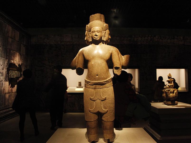 静观自在——柬埔寨吴哥时期神佛石雕造像赏析