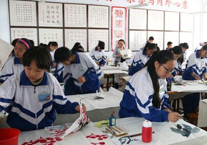 文登三里河中学举行现场书画比赛活动