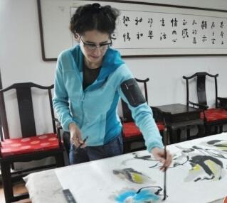 法国女画家索菲·特德斯基走进名家美术馆