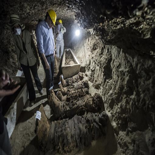 埃及考古学家首次在开罗以南地区发现十七具木乃伊