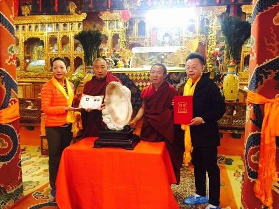 西藏大昭寺获捐南洋之星深海砗磲大师艺术精品