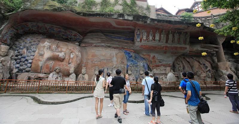 《重庆市大足石刻保护条例》昨起施行