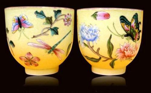 乾隆朝和五代御用两古瓷在意拍卖中国商人购得