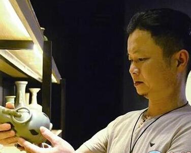 晋江一民间收藏家痴迷古玩27载 希望开办私人利来国际娱乐